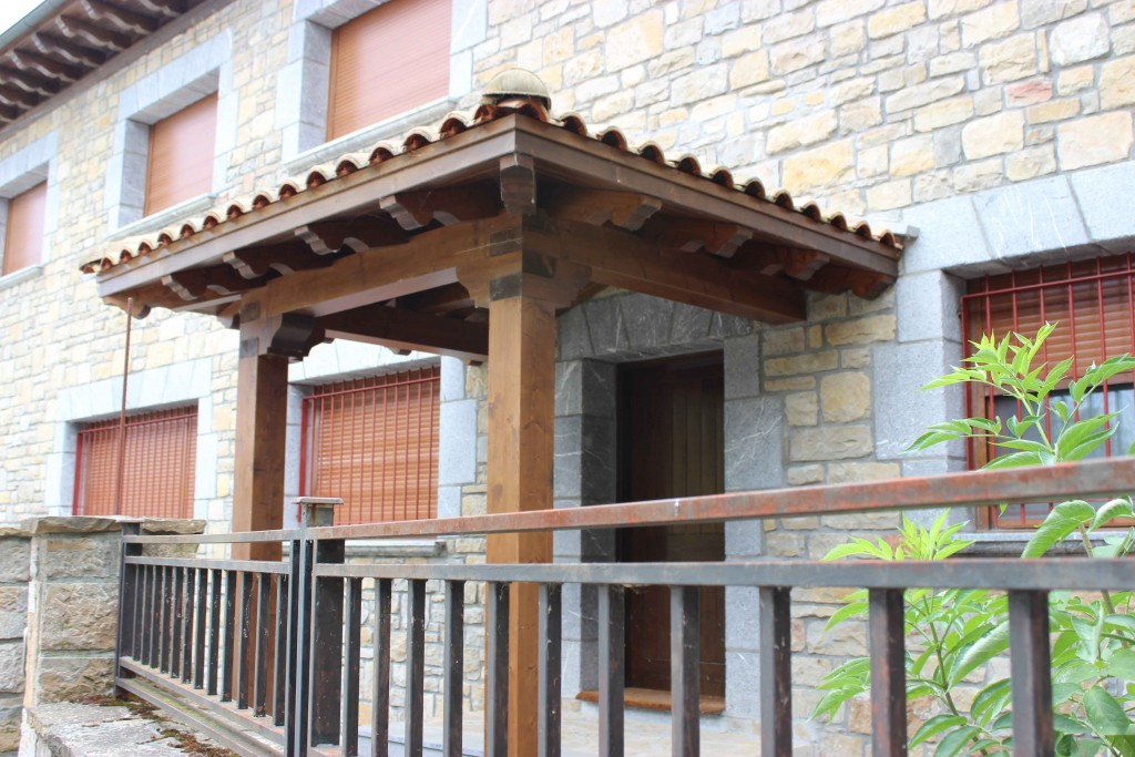 Tejado de madera cubiertas y tejados de madera cerchas for Tejados de madera antiguos