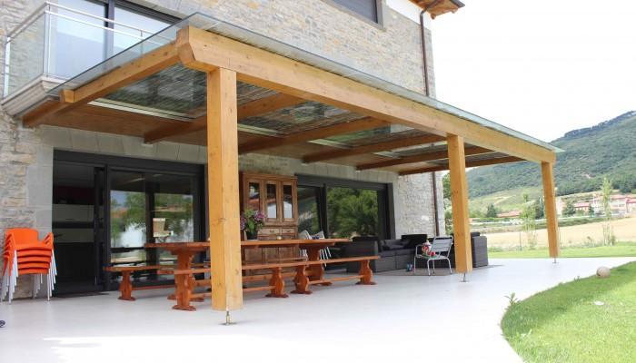 Porche de madera acristalado 1 - Maderas Jimeno